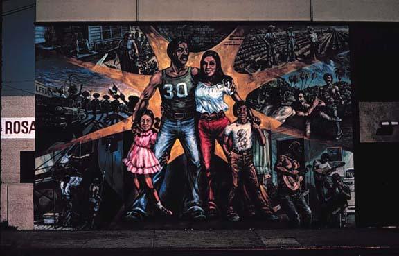 Murals for Mural una familia chicana